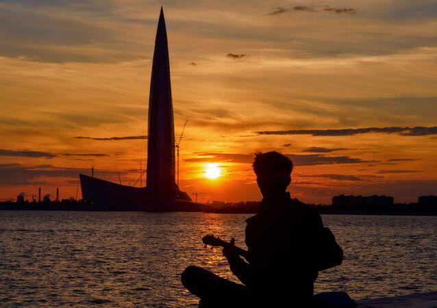 منظر يطل على  ناطحة سحاب لاختا سنتر خلال غروب الشمس في سان بطرسبرغ، روسيا