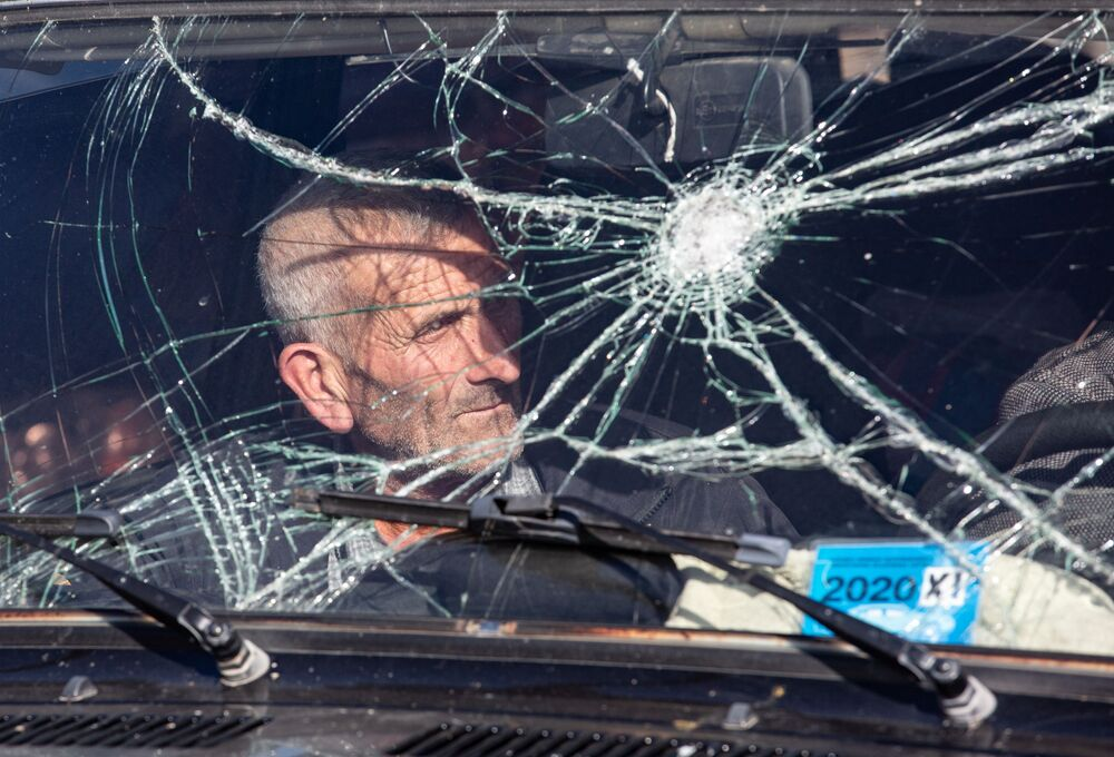 مواطن يغادر منطقة ناغورني قره باغ، 8 نوفمبر 2020