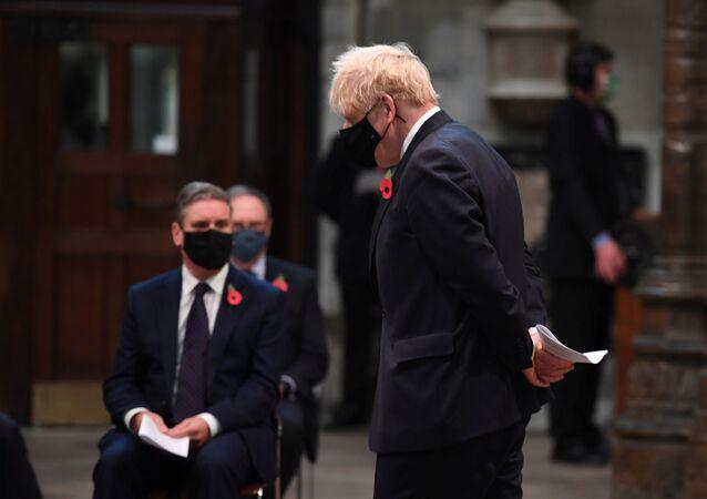 رئيس الوزراء البريطاني بوريس جونسون يرتدي كمامة 11 نوفمبر 2020