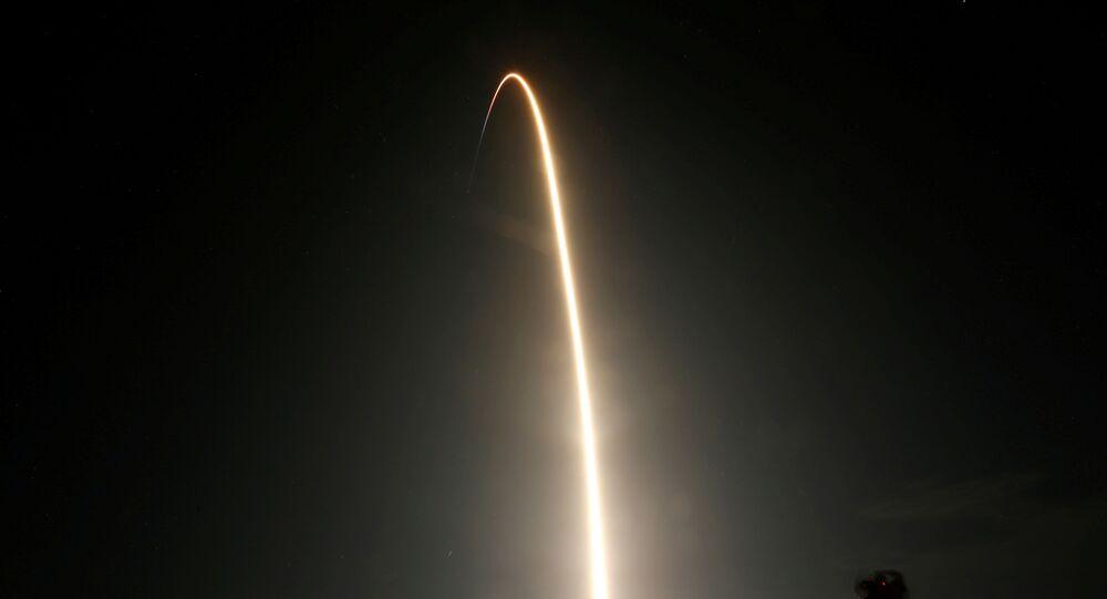 سبيس إكس تطلق 4 رواد على متن مركبتها إلى محطة الفضاء الدولية