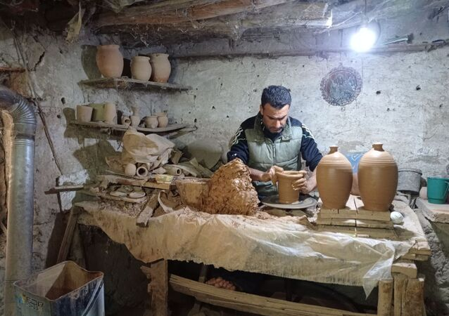 عائلة سورية أرمنية تحافظ على مهنة صناعة الفخار منذ 450 عاماً