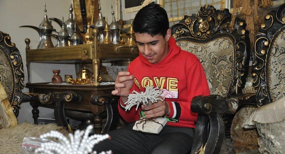 زيد، طفل سوري يتغلب على التّوحد ويصنع الحلي لفناني بلده
