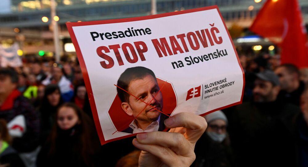 احتجاجات ضد إجراءات الحكومة السلوفاكية فيما يخص القيود المفروضة بسبب وباء كورونا في براتيسلافا، سلوفاكيا 17 نوفمبر 2020