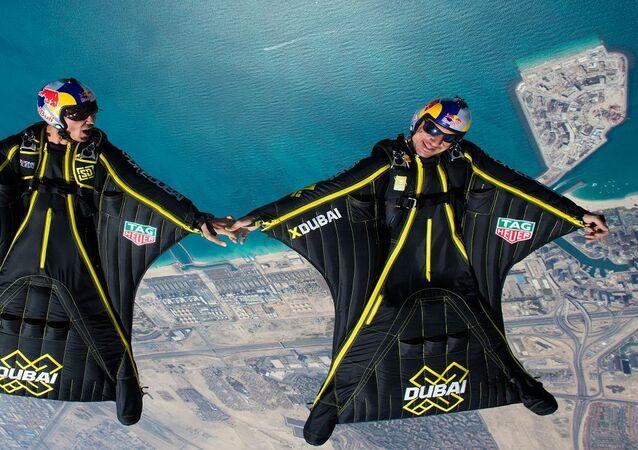 الرجل الطائر في دبي