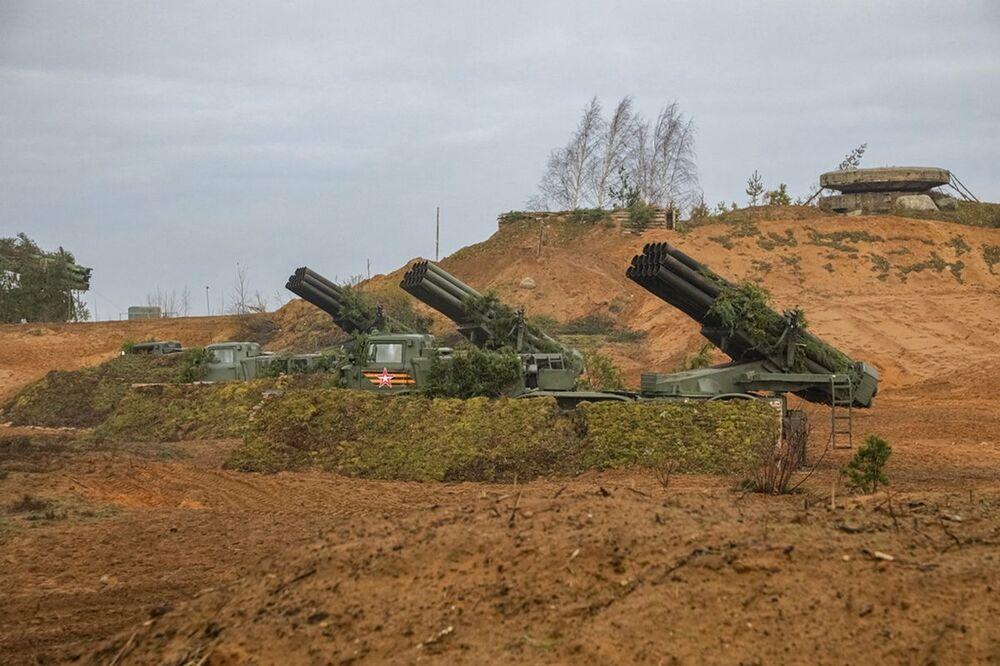 تدريبات قوات الصواريخ والمدفعية الروسية في يوم تأسيس قوات الصواريخ والمدفعية