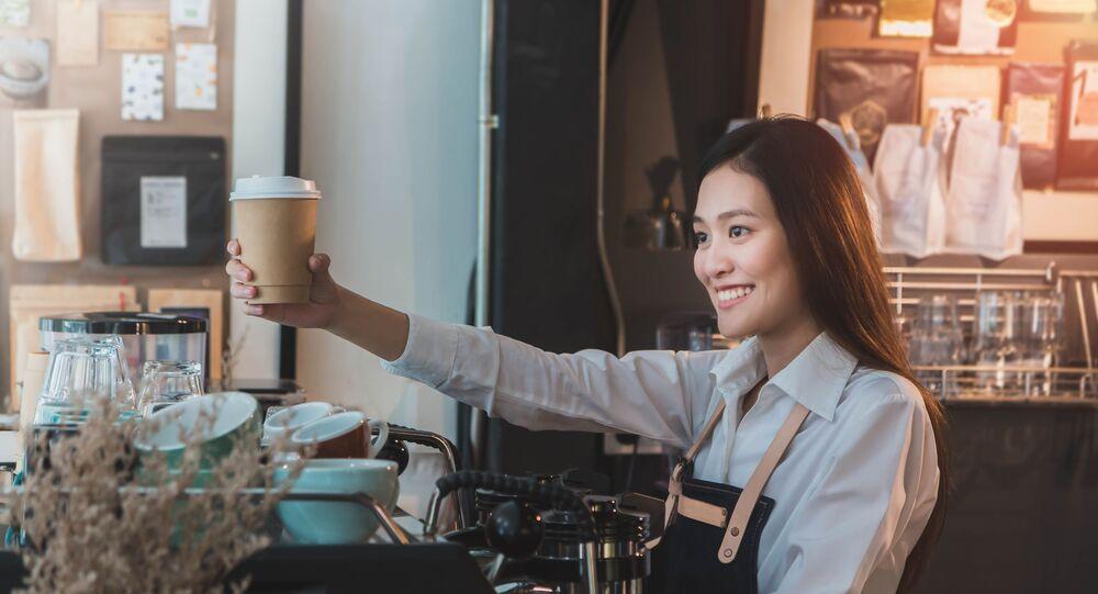 القهوة في كوب من الورق