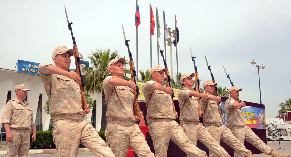 الجنود الروس في قاعدة حميميم