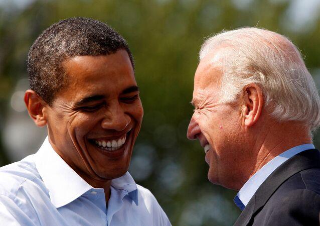 الرئيس الأمريكي السابق، باراك أوباما مع نائبه جو بايدن