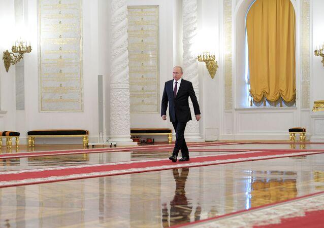 الرئيس الروسي فلاديمير بوتين داخل قصر الكرملين