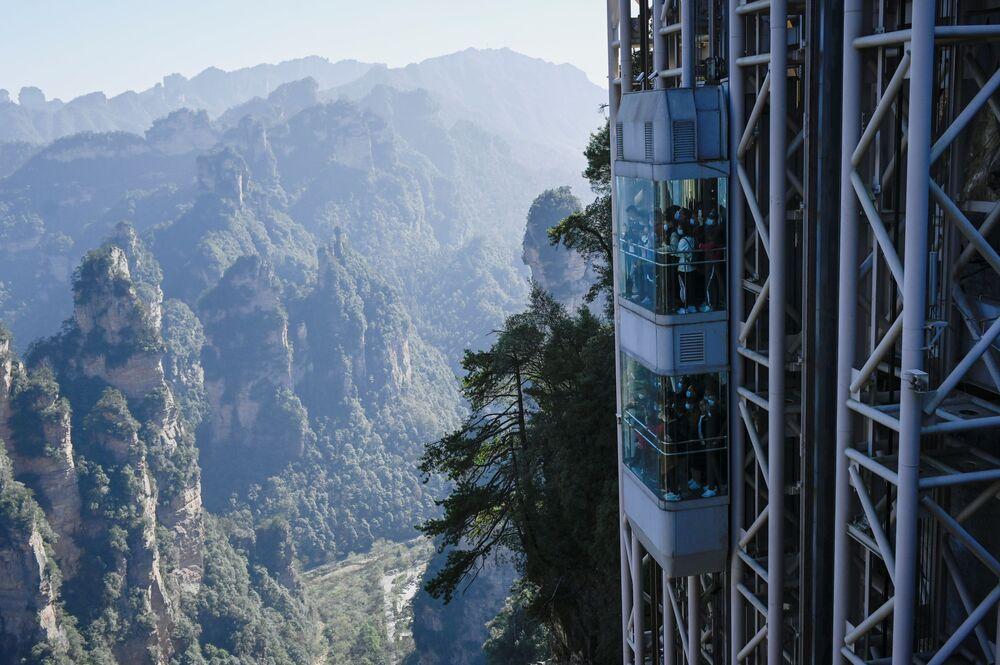 مصعد 100 تنين أعلى مصعد في العالم، الصين 13 نوفمبر 2020
