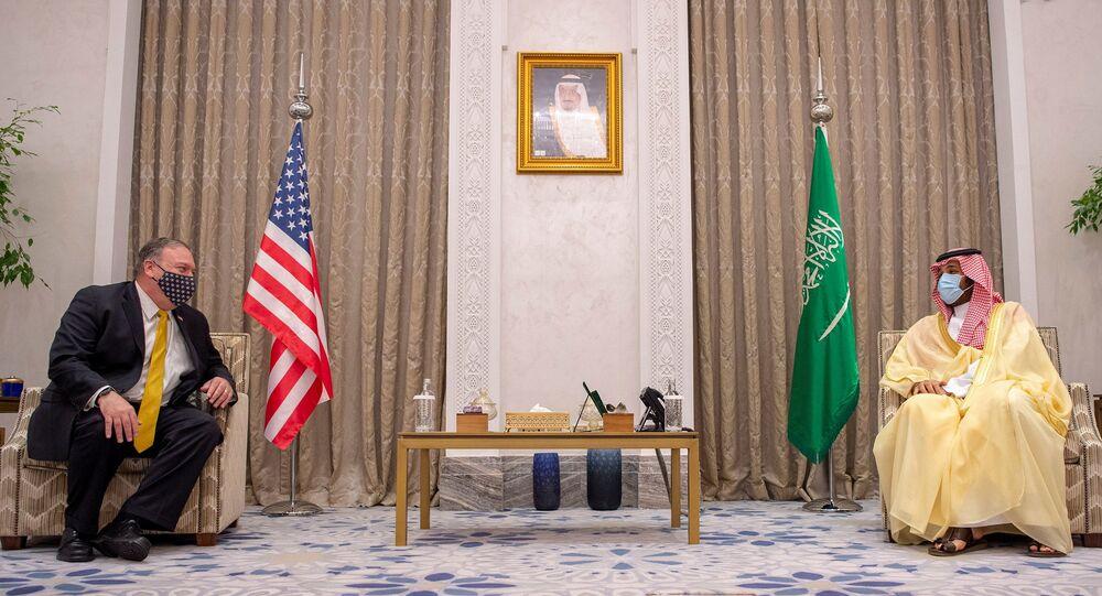 ولي العهد السعودي الأمير محمد بن سلمان يستقبل وزير الخارجية الأمريكي مايك بومبيو في مدينة نيوم