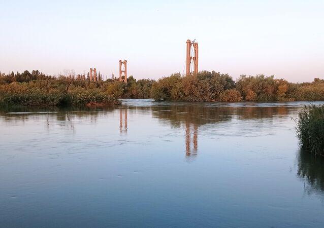 الجسر المعلق في دير الزور، سوريا