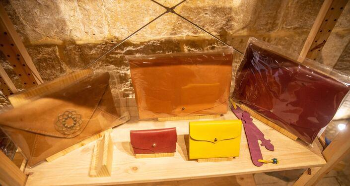 صناعة الجلد في مشكاة التابعة لمؤسسة السلطان لتطوير منطقة قايتباي