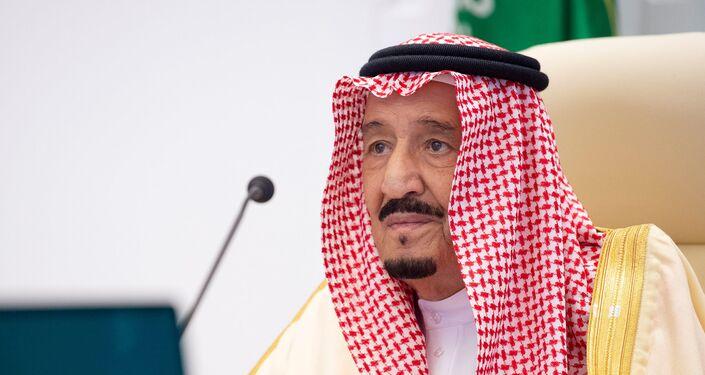الملك السعودي سلمان بن عبد العزيز يلقي كلمة افتراضية في القمة السنوية الخامسة عشرة لقادة مجموعة العشرين في الرياض ، المملكة العربية السعودية ، 22 نوفمبر 2020.