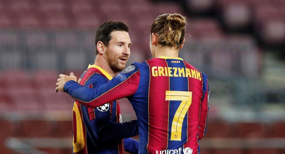 لاعبا برشلونة ليونيل ميسي وأنطوان غريزمان