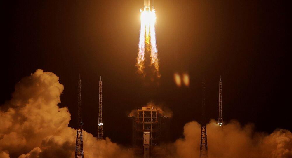 الصين تطلق مسبار تشانغ آه 5 لجمع عينات من القمر وإعادتها
