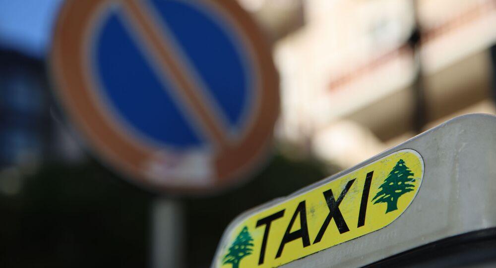 سائقو الأجرة في لبنان يواجهون معاناة مستمرة مع تفاقم الأزمة الاقتصادية