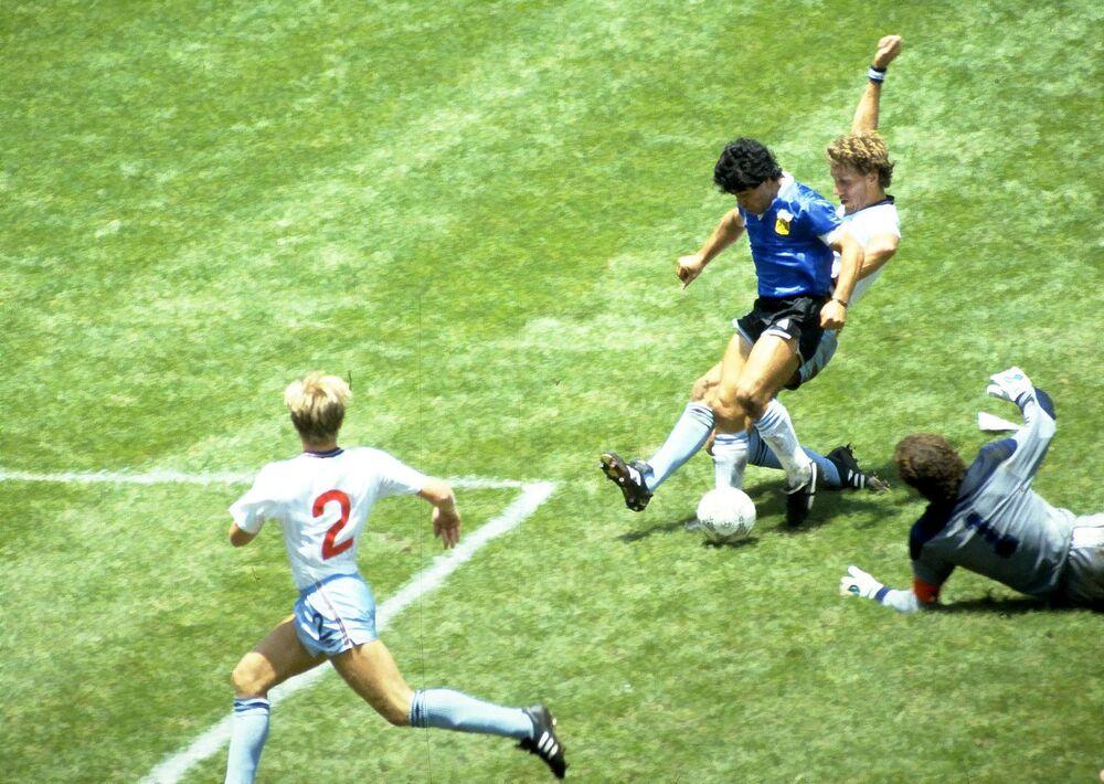 لاعب كرة القدم الأرجنتيني دييغو مارادونا، 1986