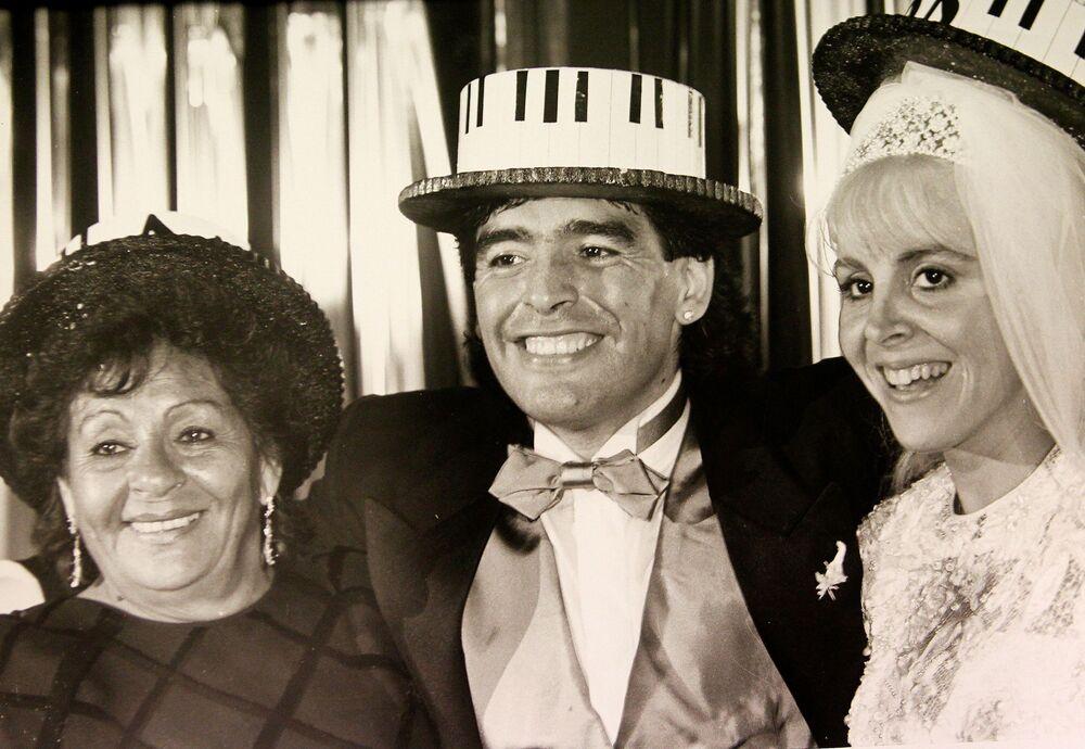 لاعب كرة القدم الأرجنتيني دييغو مارادونا وزوجته كلاوديا فيلافاني، 1989