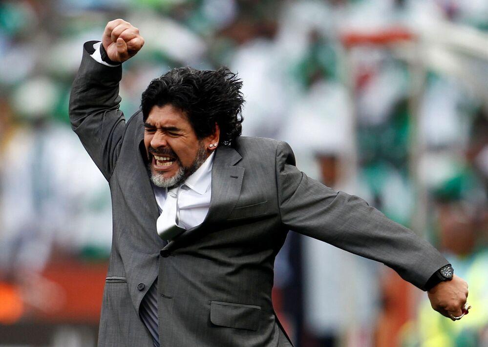 لاعب كرة القدم الأرجنتيني دييغو مارادونا، 2010