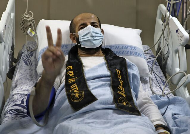 الأسير الفلسطيني المحرر ماهر الأخرس خرج إلى الحرية من السجون الإسرائيلية، في مستشفى النجاح في مدينة نابلس، الضفة الغربية 26 نوفمبر 2020