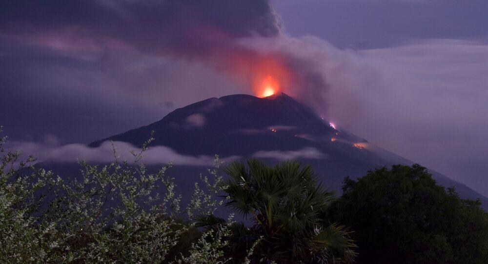 ثوران بركان ليفوتولو في إندونيسا، 29 نوفمبر 2020