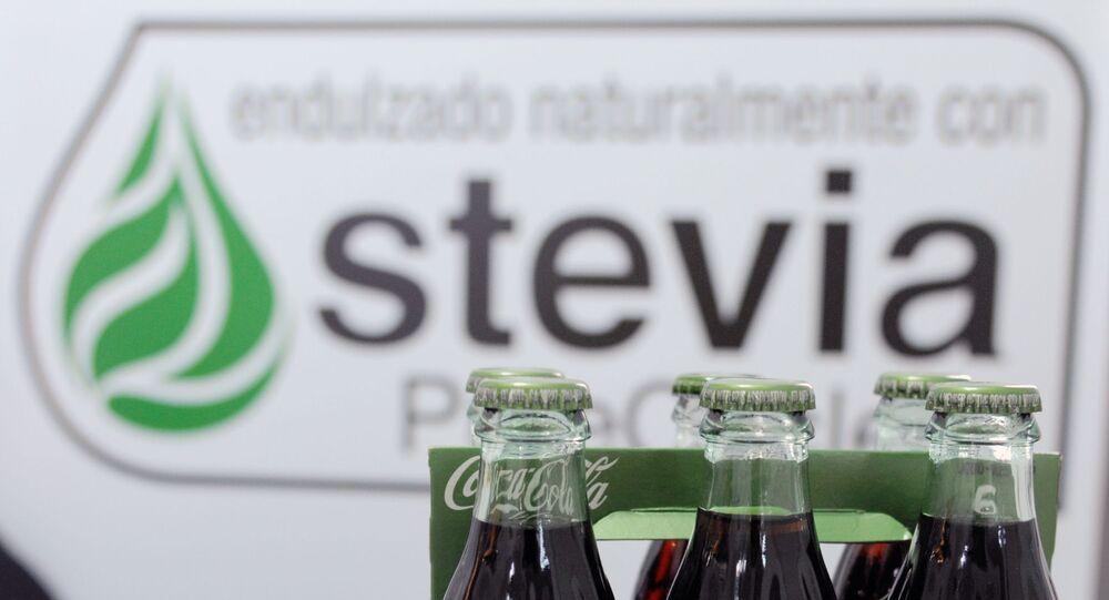 زجاجات كوكا كولا لايف المحلاة جزئيا بمحلي ستيفيا