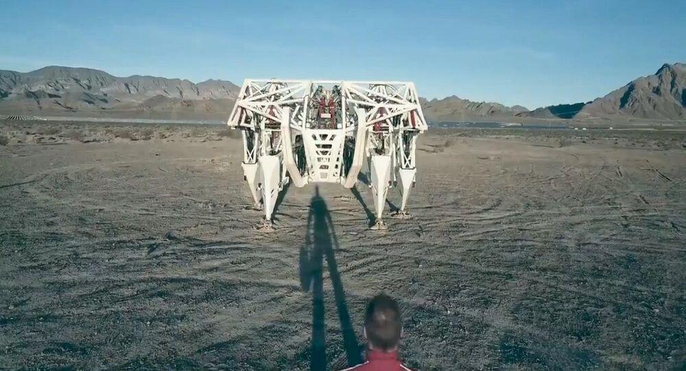 هيكل روبوتي وزنه 3 أطنان يقوده شخص