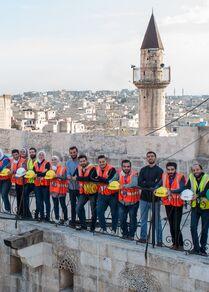 فريق حدد المهتم بالتراث وإسعاف حجارة مدينتهم حلب، سوريا