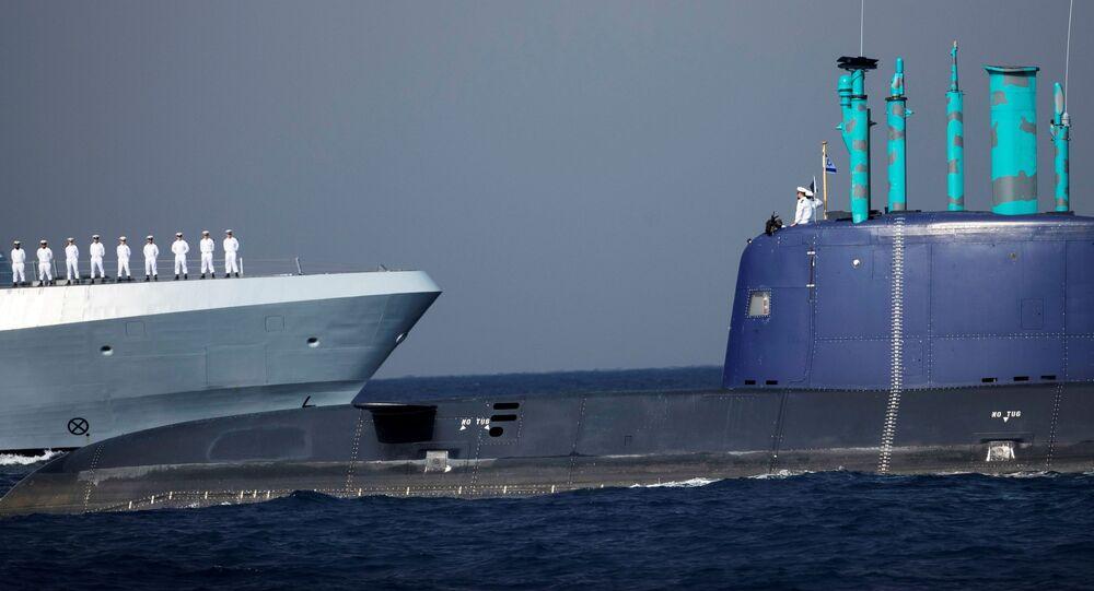 بحارة إسرائيليون خلال مراسم تسليم السفينة الجديدة ساعر-6 من طراز كورفيت، يحضرها الرئيس الإسرائيلي رؤوفين ريفلين ورئيس الأركان الإسرائيلي أفيف كوخافي، في القاعدة البحرية الإسرائيلية في حيفا، شمال إسرائيل، 2 ديسمبر 2020.