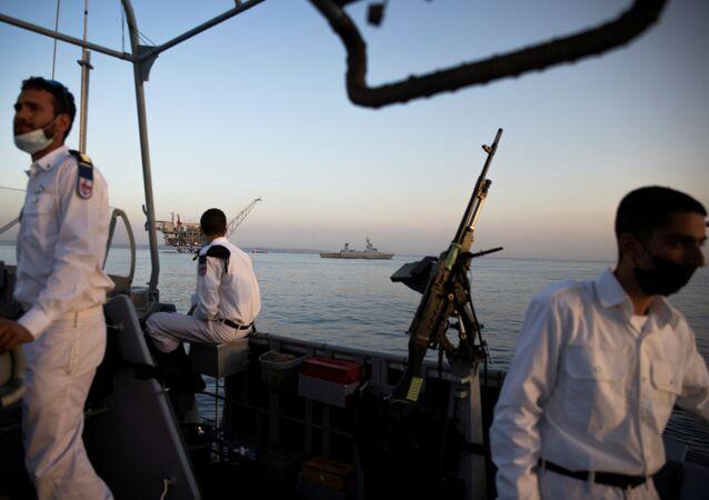 بحارة إسرائيليون على متن السفينة الجديدة ساعر-6 من طراز كورفيت، في القاعدة البحرية الإسرائيلية في حيفا، شمال إسرائيل، 1 ديسمبر 2020.