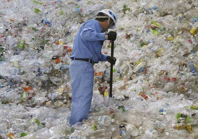 المخلفات البلاستيكية وإعادة تدويرها