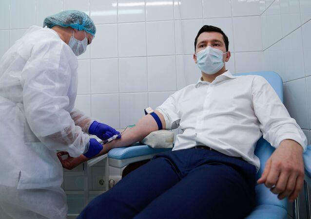 بدء التطعيم بـ لقاح إيبيفاك كورونا ضد فيروس كورونا في كالينينغراد، روسيا 3 ديسمبر 2020