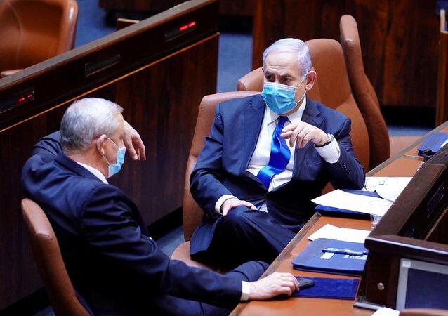 رئيس الوزراء الإسرائيلي بنيامين نتنياهو ووزير الدفاع بيني غانتس في الكنيست، القدس 17 مايو 2020