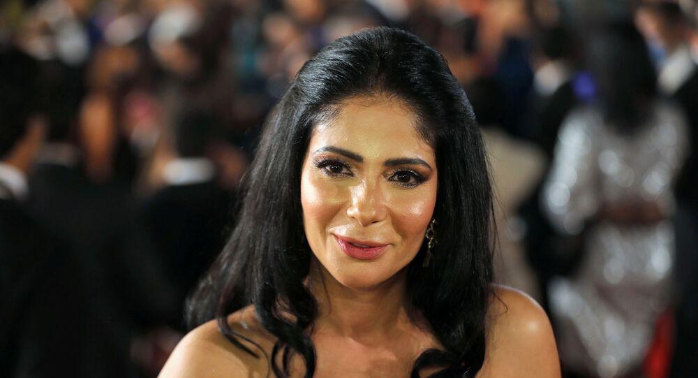 الفنانة المصرية، منى زكي، في حفل افتتاح مهرجان القاهرة السينمائي الدولي الـ42، 2 ديسمبر/ كانون الأول 2020