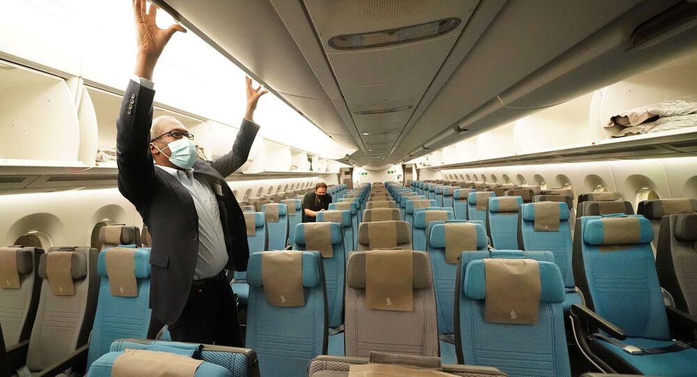 فحص طائرة إيرباص بمطار جون كنيدي
