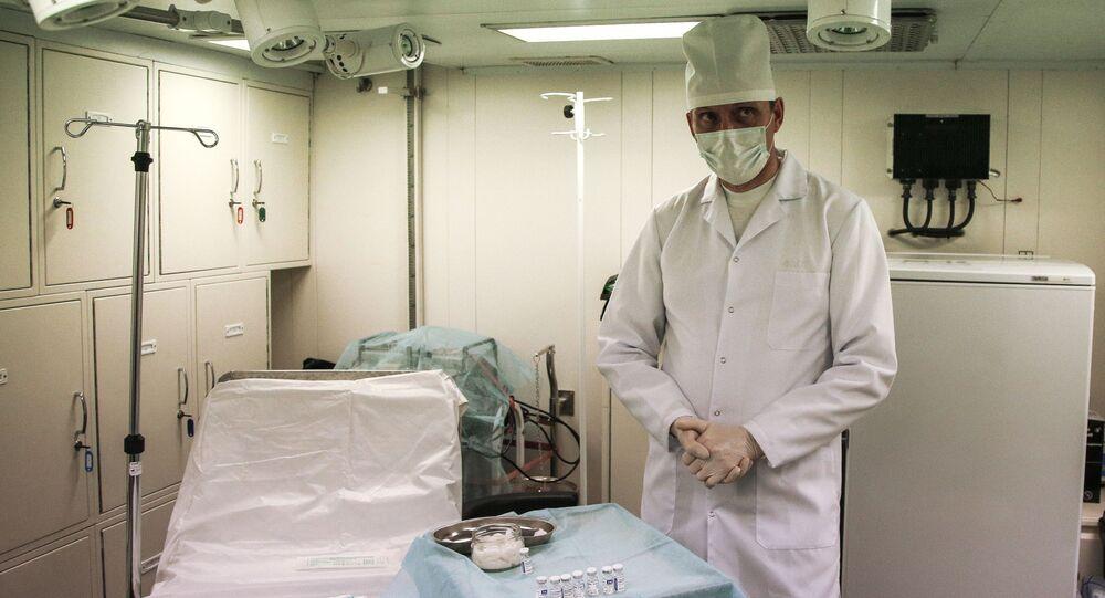 تطعيم أفراد الأسطول الشمالي الروسي على متن الفرقاطة الأميرال كاساتونوف  بـ لقاح سبوتنيك V ضد فيروس كورونا في سيفيرومورسك، روسيا 2 ديسمبر 2020