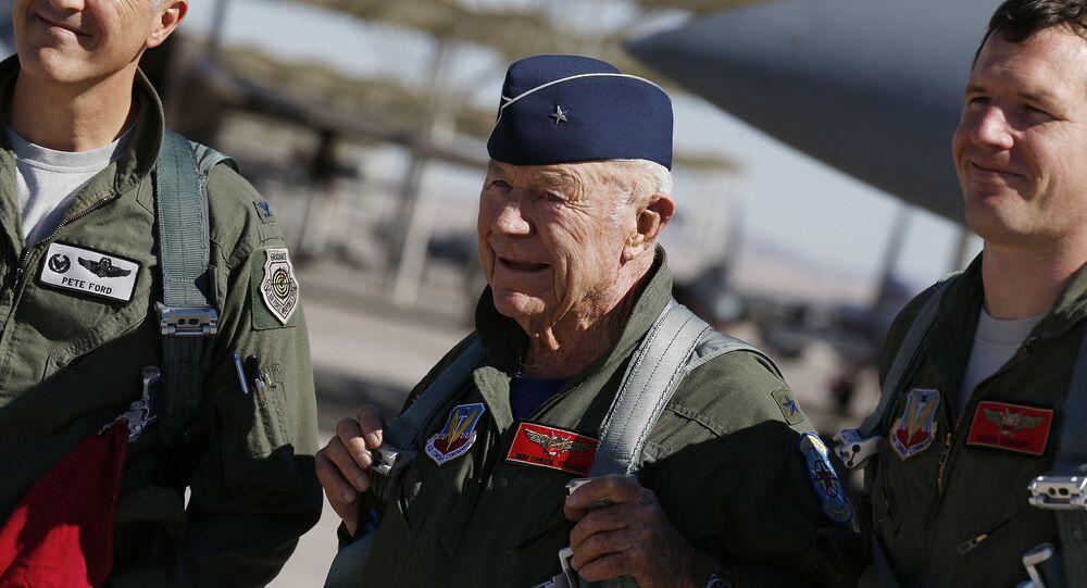 وفاة أول طيار يخترق حاجز الصوت عن عمر يناهز 97 عاما