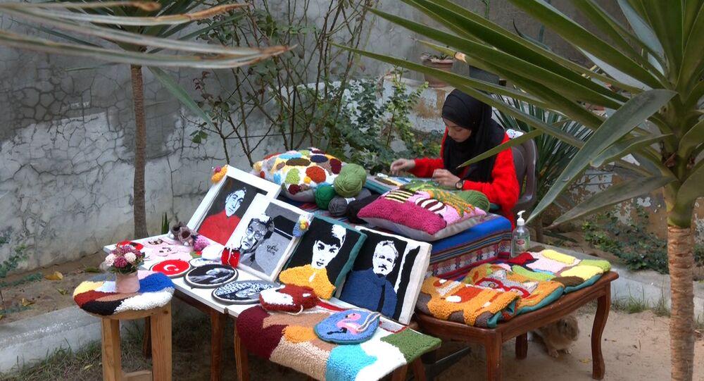 الفلسطينية آية المغاري تجسد لوحات فنية بالإبرة والخيط