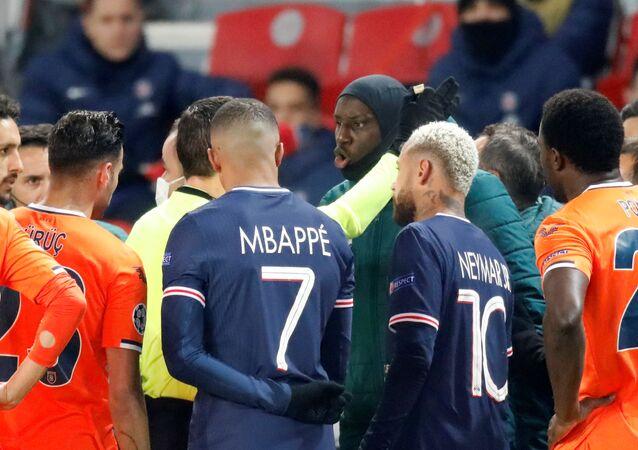إيقاف مباراة باريس سان جيرمان وباشاك شهير بعدبعد إهانات عنصرية
