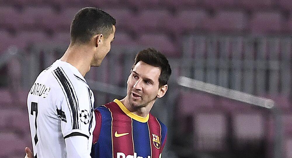 البرتغالي كريستيانو رونالدو مع الأرجنتيني ليونيل ميسي في مباراة يوفنتوس الإيطالي وبرشلونة الإسباني في دوري أبطال أوروبا