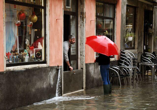 أمطار غزيرة وفيضانات في مدينة البندقية (فينيسيا)، إيطاليا 8 ديسمبر 2020