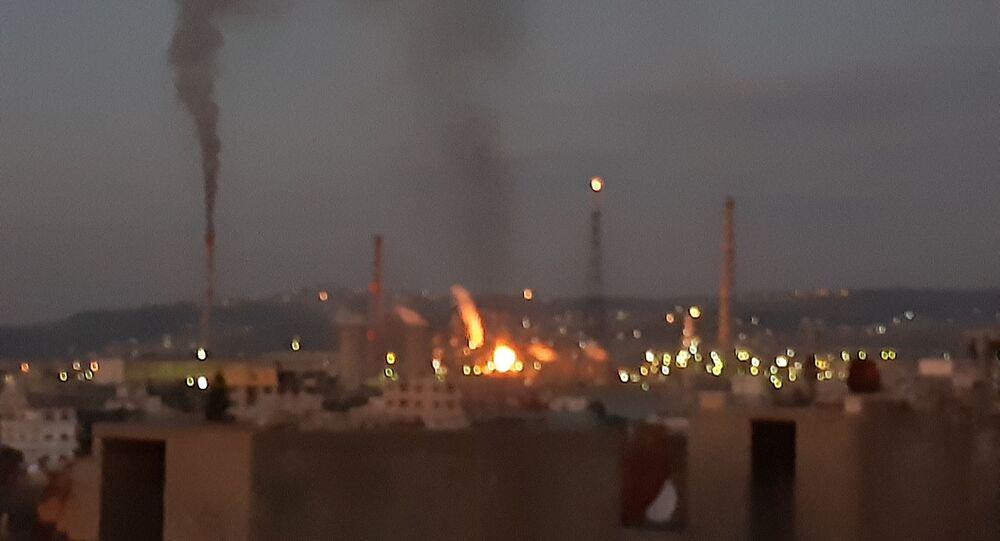 حريق في مصفاة بانياس على الساحل السوري