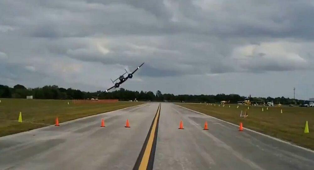 طائرة تقوم بمغامرة خطيرة