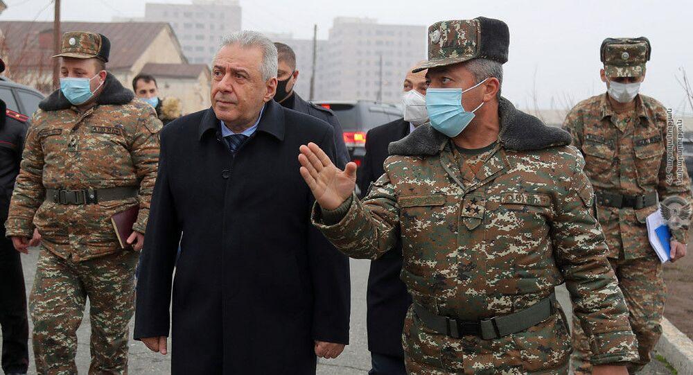 وزير الدفاع الأرميني فاغارشاك هاروتيونيان