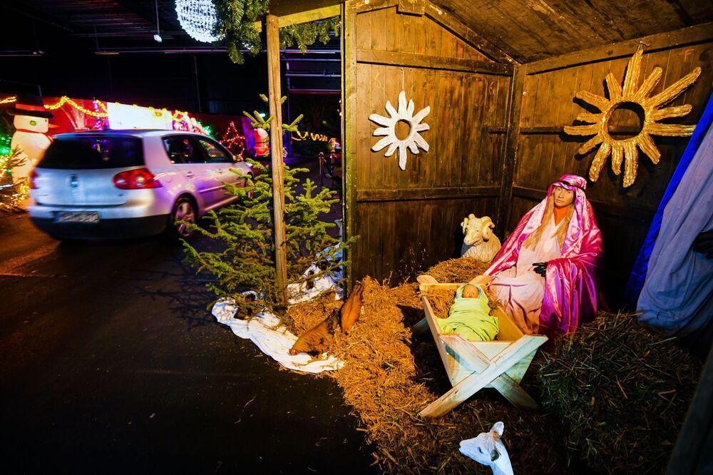 مهرجان عيد الميلاد في موقع محطة الطاقة النووية القديمة في كالكار، غرب ألمانيا11 ديسمبر 2020