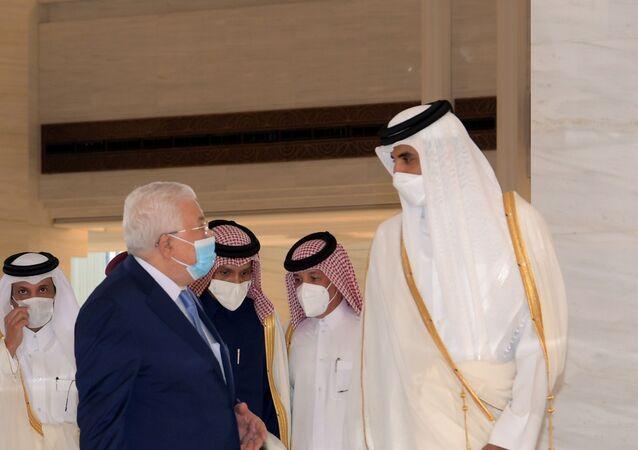 أمير قطر، الشيخ تميم بن حمد آل ثان خلال استقباله الرئيس الفلسطيني، محمود عباس في العاصمة القطرية الدوحة، 14 ديسمبر/ كانون الأول 2020