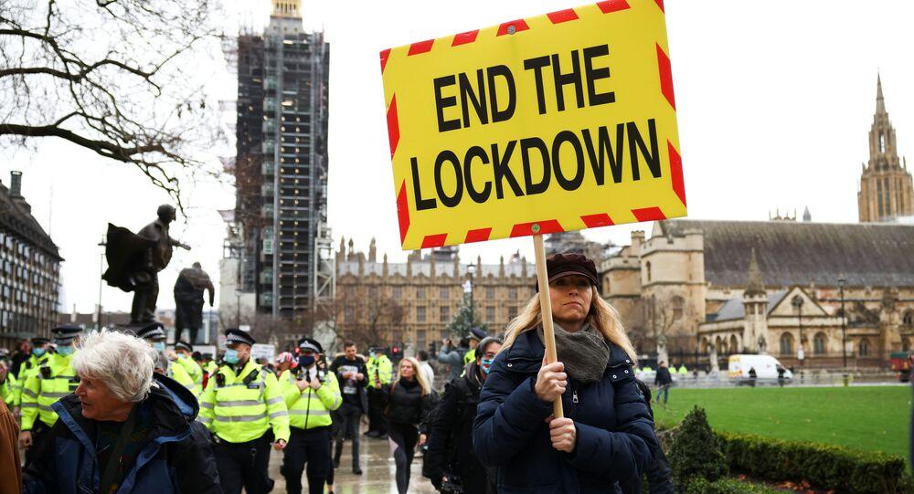 مظاهرة ضد التطعيم بلقاح ضد كورونا في ساحة البرلمان في لندن، بريطانيا 14 ديسمبر 2020