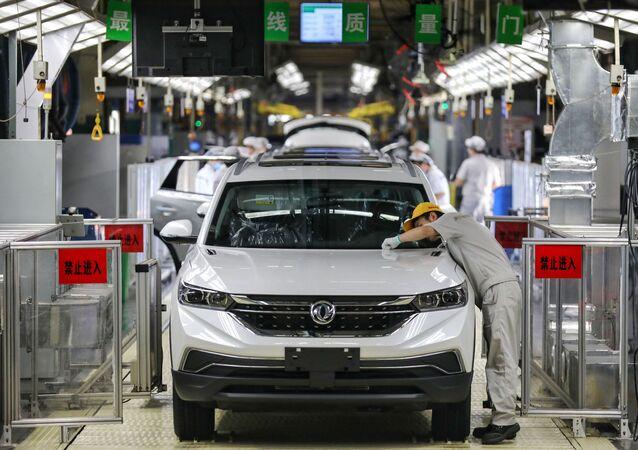 مصنع لتصنيع السيارات في الصين