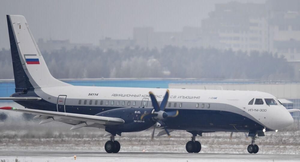 طائرة إل 300-114 الروسية
